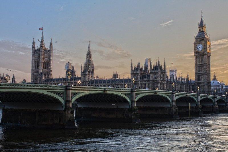 Jak wysłać pieniądze do Anglii?